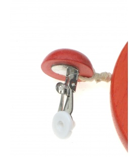 Oranje oorclips met ronde houten hanger