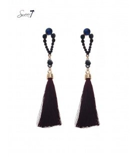 Donker rood paarse oorhangers met kwast en paars blauwe strass steentjes