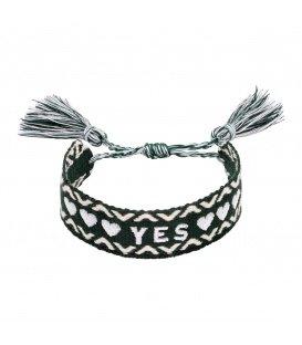Geweven groene armband met het woord YES en twee kwastjes