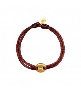 Armband met een bruin satijnen koord en een goudkleurig bedeltje