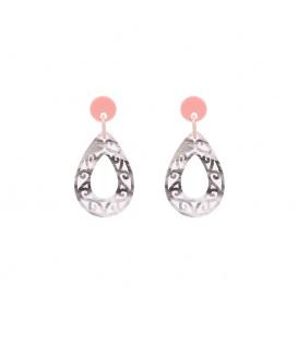 Grijs met zwarte oorbellen met een open hanger en een roze oorstukje