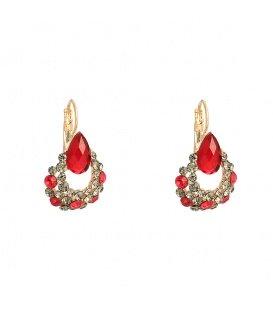 Prachtige goudkleurige oorhangers met heldere en rode strass steentjes