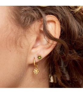 Goudkleurige oorstekers met een wit bloemetje