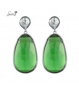 Groene oorbellen met ovale hanger en een zilverkleurig oorstukje