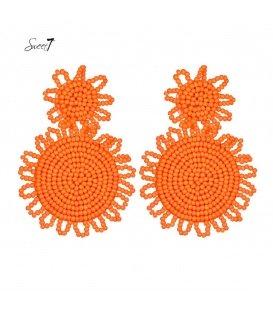 Oranje oorbellen van kleine kraaltjes