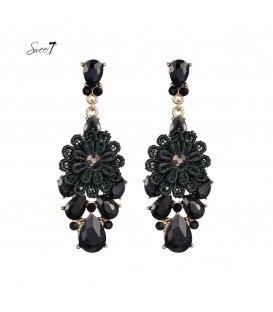 Zwarte oorbellen met strass stenen en stoffen bloem