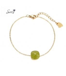 Goudkleurige armbandje met olijfgroene vierkante steen