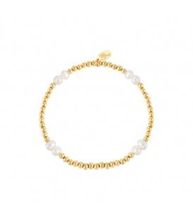 Elastische armband met goudkleurige kralen en parels