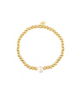 Elastische armband met goudkleurige kralen en een witte parel