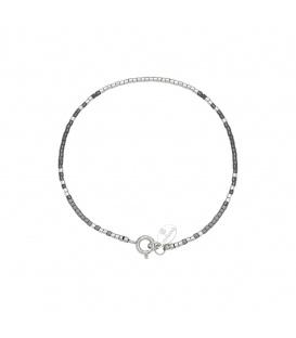 Armband met zilverkleurige en grijze kraaltjes met kleine veerring