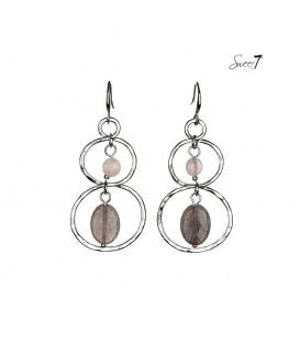 Zilverkleurige oorbellen met taupe en roze kralen