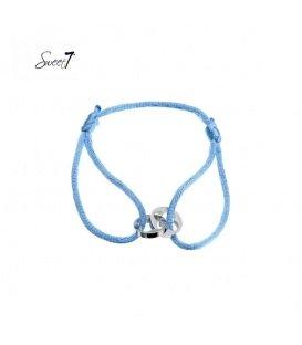 Armband van blauw koord met twee zilverkleurige bedels