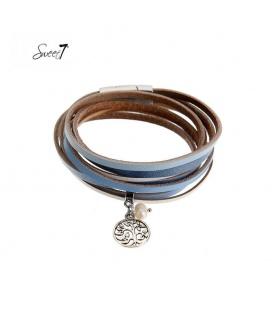 Blauwe wikkelarmband met een klein bedeltje