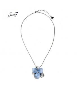 Zilverkleurige dunne ketting met grote blauwe bloem