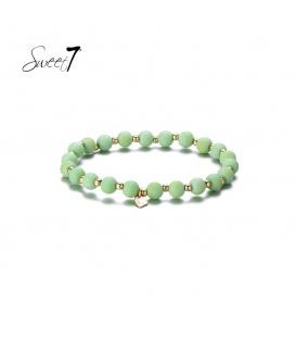 Elastische armband met ronde groene kralen en kleine kraaltjes