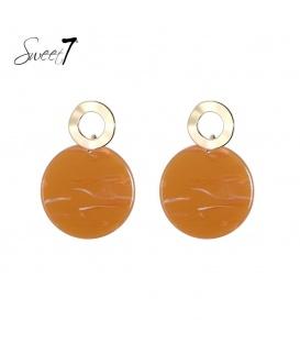 Goudkleurige oorstekers met ronde terracottakleurige hanger
