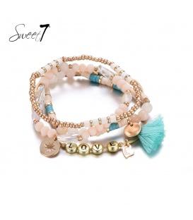Set van armbanden met lichtroze en goudkleurige kraaltjes en 'love'