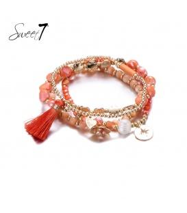 Set met armbanden met koraalkleurige kraaltjes en een kwast