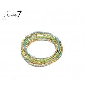 Wikkelarmband met kleine groene en goudkleurige kraaltjes