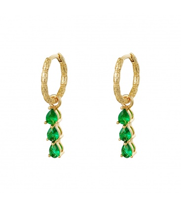 Goudkleurige oorringen met drie hangende groene steentjes