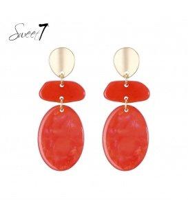 Rode oorbellen met mooie hangers en goudkleurig oorstukje