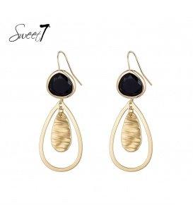 Goudkleurige oorhangers met een zwarte steen en een druppelvormige hanger