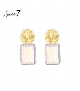 Goudkleurige oorbellen met een witte vierkante steen