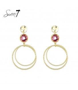 Goudkleurige oorbellen met een roze steen en een ronde hanger