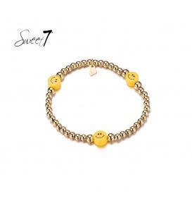 Elastische armband met goudkleurige kralen en drie gele gezichtjes