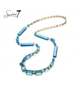 Lange goudkleurige ketting met blauwe bedels