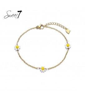 Goudkleurige armband met drie geel met witte bloemetjes
