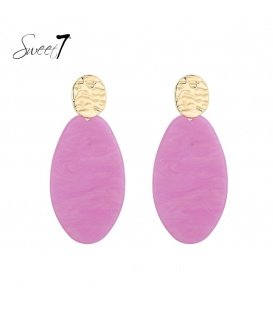 Roze oorhangers met een goudkleurig oorstukje