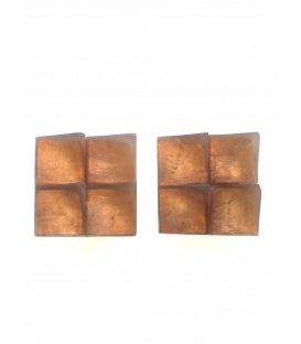 Vierkante oranje oorclips met parelmoer inleg van het merk Culture Mix