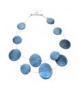 Blauwe koordketting van staaldraad met ronde blauwe plaatjes van Culture Mix