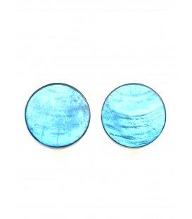 Oorclips met licht blauwe kleur en parelmoer inleg