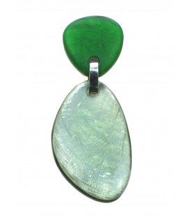 Langwerpige groene Culture Mix oorclips met parelmoer inleg. Mooie clip oorbellen van Culture Mix