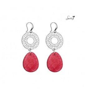 Zilverkleurige oorhangers met een roze steen