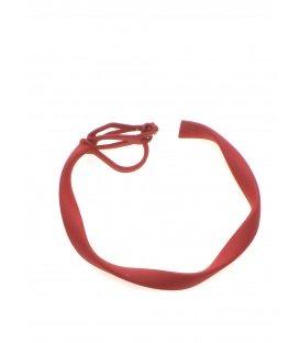 Ronde rode creool oorclips met bewerkte rand