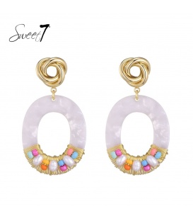 VGekleurde oorhangers met een mooie goudkleurig oorstukje