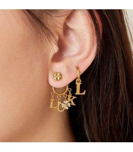 Zilverkleurige coole oorbellen met de letters Luck