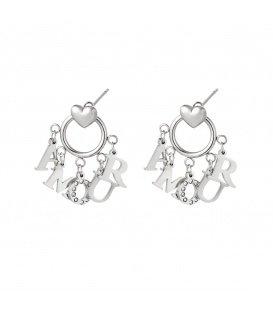 Zilverkleurige oorbellen met als hanger de letters Amour en strass steentjes