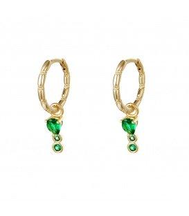 Goudkleurige oorringen met als hanger drie groene zirkoonsteentjes