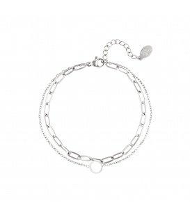 Zilvergekleurde meerlaagse armband met een cirkelhanger
