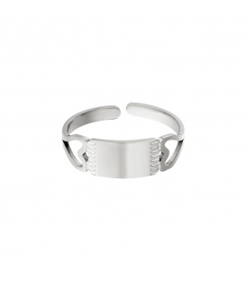 Zilverkleurige ring met twee open harten