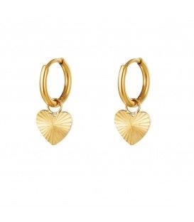 Goudkleurige oorbellen met hartje hanger