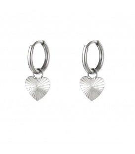 Zilverkleurige oorbellen met hartje hanger