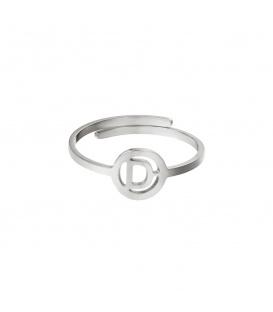 Zilverkleurige ring met initiaal D in cirkel