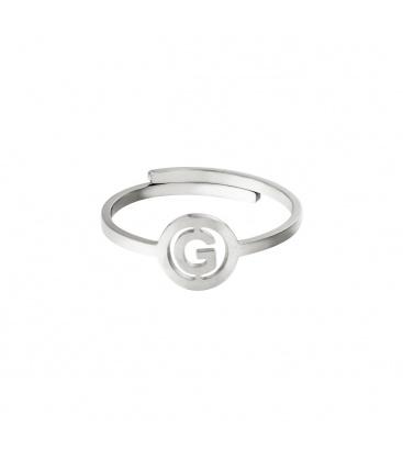 Zilverkleurige ring met initiaal G in cirkel
