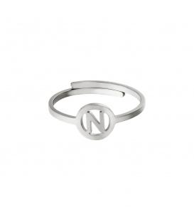 Zilverkleurige ring met initiaal N in cirkel