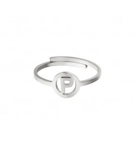 Zilverkleurige ring met initiaal P in cirkel